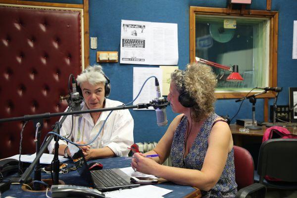 Η Φρόσω Παύλου στο στούντιο συνομιλεί με την Χαρί Λέκκα