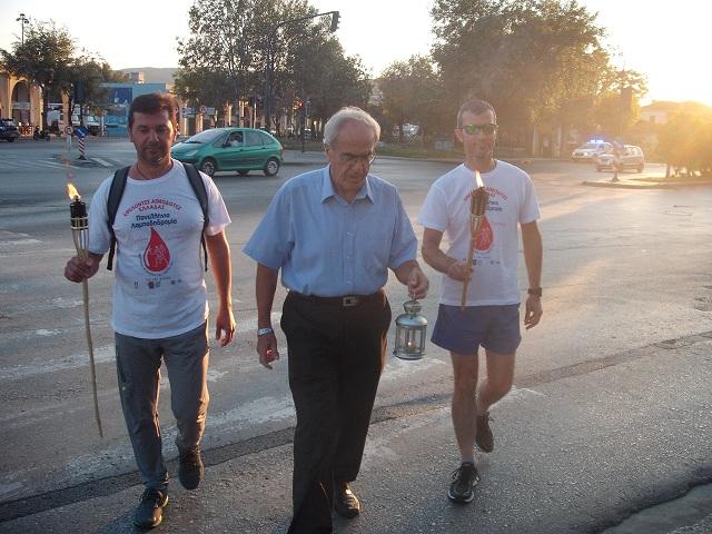 Ο πρόεδρος των εθελοντών αιμοδοτών Ιγνάτιος Γελαγώτης με δρομείς