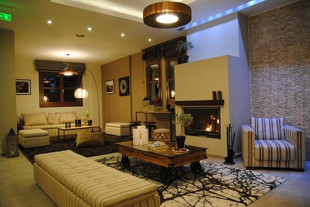 Λεπτομέρεια του ξενοδοχείου που βρίσκεται στο δρόμο Πορταριάς – Μακρινίτσας
