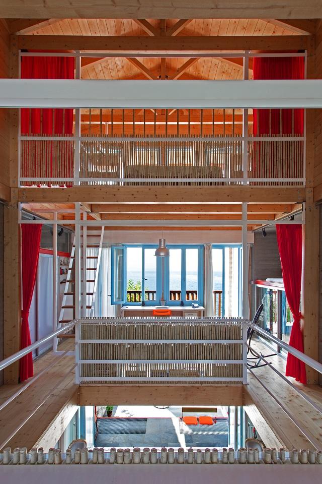 Ενιαίοι εσωτερικοί χώροι με διαχωριστικές κουρτίνες και καλαμωτές