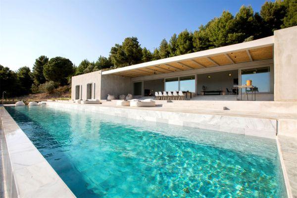 Στην περιοχή «Καλαμάκι» της Σκιάθου, η βίλα Infinite View προσφέρεται για εβδομαδιαίες διακοπές έναντι ενοικίου 36.750 ευρώ