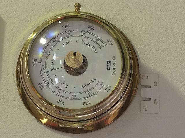Ένα βαρόμετρο, μέσω του οποίου γίνεται πρόγνωση καιρού, βρίσκεται στο εργαστήριο των πλοιάρχων