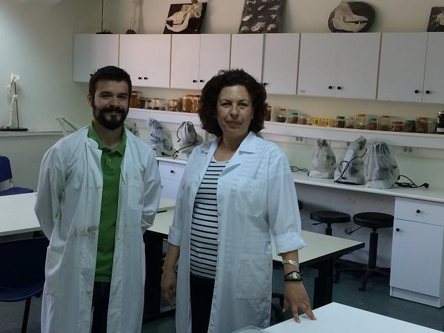 Η επίκουρη καθηγήτρια Μάγια Χατζηιωάννου με τον διδακτορικό φοιτητή Κωνσταντίνο Αποστόλου