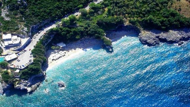 Εντυπωσιακή κάτοψη της παραλίας του Μυλοποτάμου