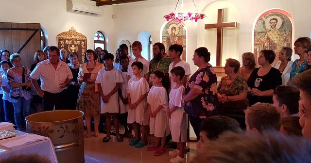 Βολιώτες εθελοντές στην Κιβωτό με πολύ μεγάλη χαρά δέχτηκαν να είναι οι πνευματικοί ανάδοχοι των παιδιών που βαπτίστηκαν