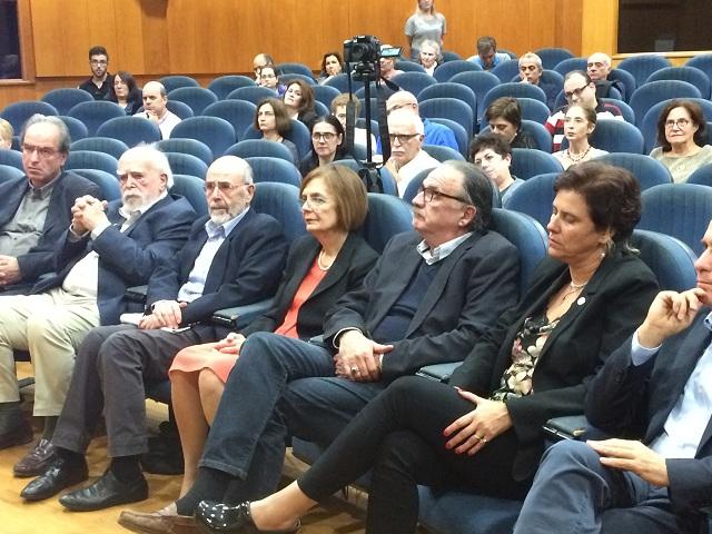 Η επιτιμοποίηση έγινε παρουσία της υπουργού Πολιτισμού, συντρόφου του κ. Λιάκου, κ. Μυρσίνης Ζορμπά