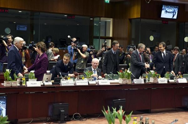 Εκτακτη Σύνοδος για το ελληνικό χρέος