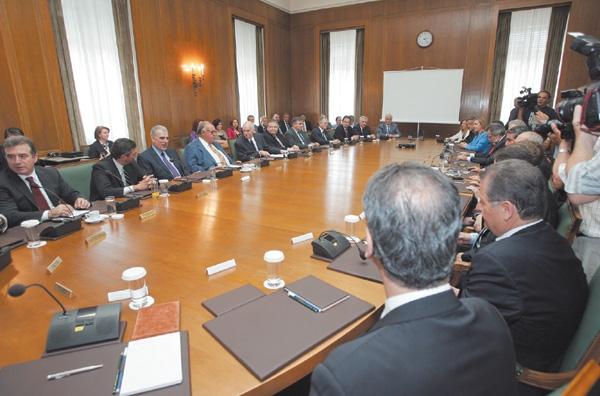 Επανεκκίνηση του κυβερνητικού έργου με Βενιζέλο σε κεντρικό ρόλο