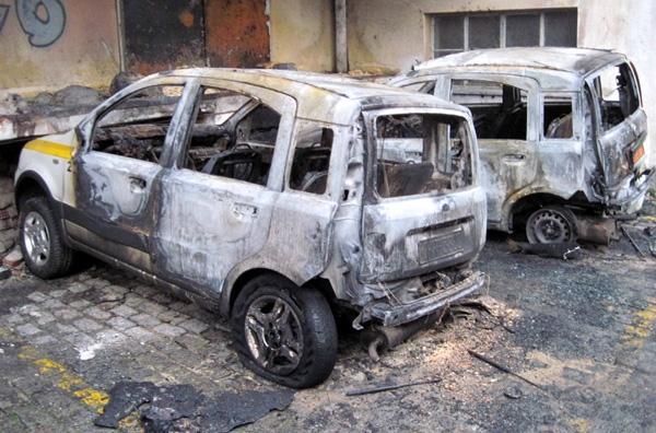 Κάηκαν ολοσχερώς δύο αυτοκίνητα στον Κισσό!!!