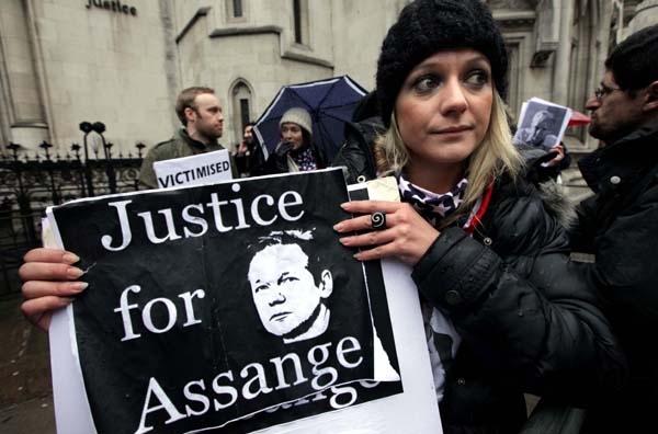 Ελεύθερος με εγγύηση ο Ασαντζ