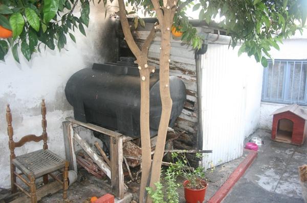 Εβαλε φωτιά κοντά σε δεξαμενή πετρελαίου!