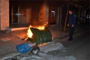 Λάρισα:Μήνυση κατά δύο νεαρών που έκαψαν κάδους κατέθεσε ο δήμος