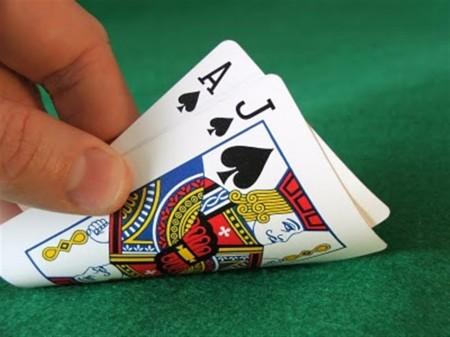 Συλλήψεις 10 ατόμων στην Λάρισα για χαρτοπαιξία