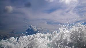 Πλημμύρισαν θέρετρα από υψηλά κύματα στην Ταϊλάνδη