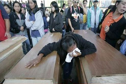 Ξεπέρασαν τους 1.200 οι νεκροί στις Φιλιππίνες