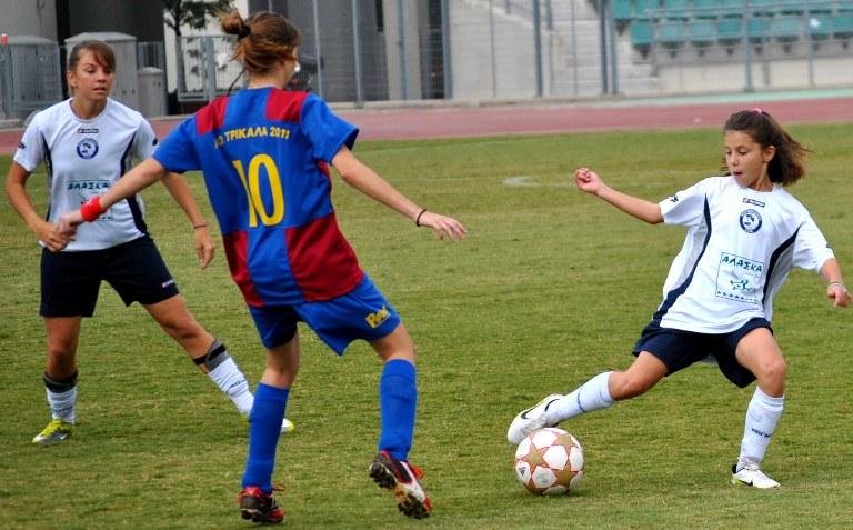 Προβάλλουν το γυναικείο ποδόσφαιρο