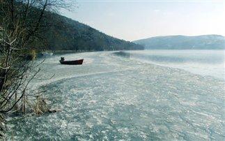 Η λίμνη της Καστοριάς πάγωσε!