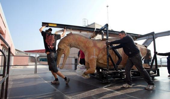 Δεινόσαυροι κατακλύζουν την Αθήνα!