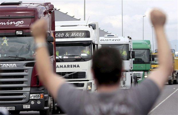 Προς νέα κινητοποίηση στα φορτηγά