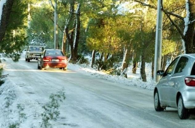 Προβλήματα στην Αττική από τη χιονόπτωση