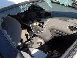 Λαμία: Ζευγάρι τοξικομανών έσπαγαν τα παράθυρα αυτοκινήτων και έκλεβαν!