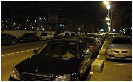 Τέλος στο παράνομο παρκάρισμα έξω από τα νυχτερινά κέντρα