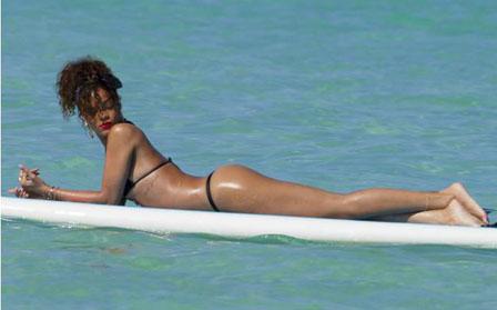 Σέρφαρε με τη Rihanna