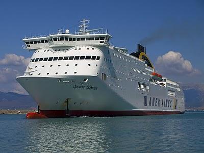 Πρόσκρουση πλοίων στο λιμάνι της Πάτρας