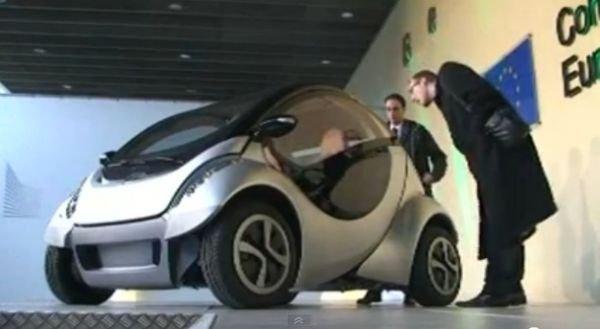 Ηλεκτρικό αυτοκίνητο που διπλώνεται μόνο του! (video)