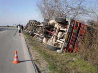Τροχαίο ατύχημα με όχημα που μετέφερε 48 παράνομους μετανάστες
