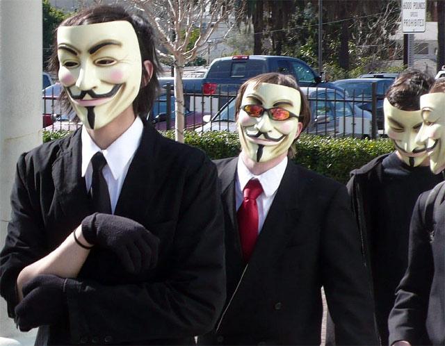 Anonymous χτύπημα στο FBI και την Σκότλαντ Γιαρντ