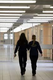 Ρούχα για τις κρατούμενες στις φυλακές