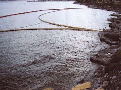 Ρύπανση θαλασσίου περιβάλλοντος στην παραλία Ασπροπύργου