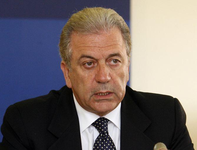 Δ. Αβραμόπουλος: «Αναξιόπιστα» τα γερμανικά δημοσιεύματα για παρασκηνιακή συμφωνία προμήθειας στρατιωτικού εξοπλισμού