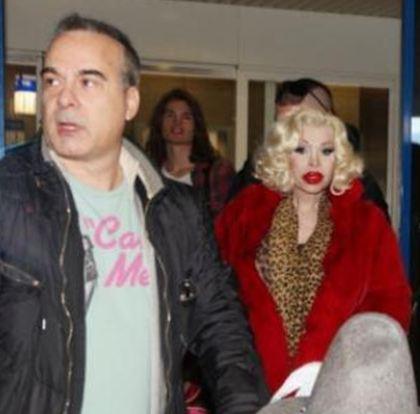 H P. Field έφθασε στην Ελλάδα μαζί με την πιο διάσημη transexual!