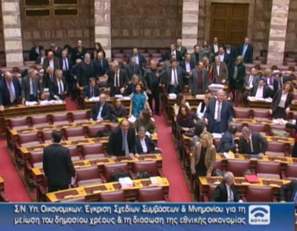 Μπάχαλο στη βουλή (βίντεο)