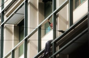 Αίσιο τέλος για το ζευγάρι που απειλούσε να πέσει από το μπαλκόνι του ΟΕΚ