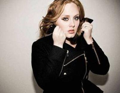 Η Adele απειλεί με μηνύσεις
