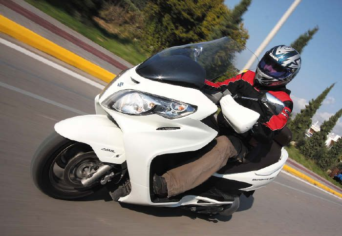 Suzuki Burgman 400 ZA: «Σαλόνι» σε δύο τροχούς!