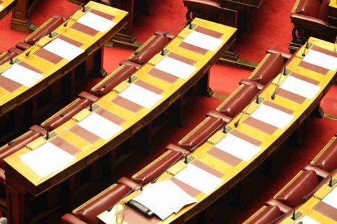 Την Τρίτη στη Βουλή ο εφαρμοστικός νόμος για τις περικοπές στις συντάξεις