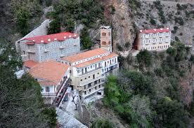 Πήγε στο μοναστήρι να προσευχηθεί και ξάφρισε τους μοναχούς