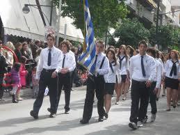 Σημαιοφόρος φώναξε «είστε μαλάκες» και οι συμμαθητές του μούτζωσαν τους επίσημους