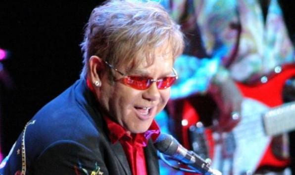 Δύσκολες ώρες για τον Elton John