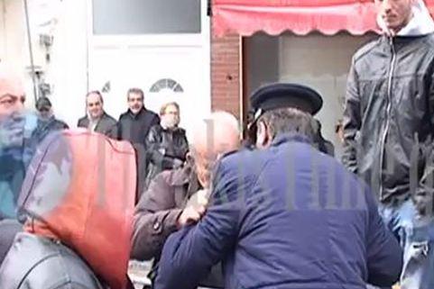 Βίντεο από την επίθεση με… πατερίτσα στον Γ. Ντόλιο