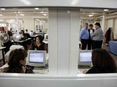 Ποιοι δημόσιοι λειτουργοί λαμβάνουν πάνω από 5.000 ευρώ;