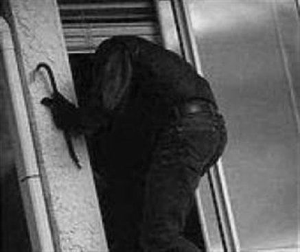 Έκλεψαν δύο χρηματοκιβώτια από το Δημαρχείο Κέρκυρας