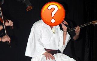 Τραγουδιστής βγήκε στην πίστα ντυμένος τσολιάς