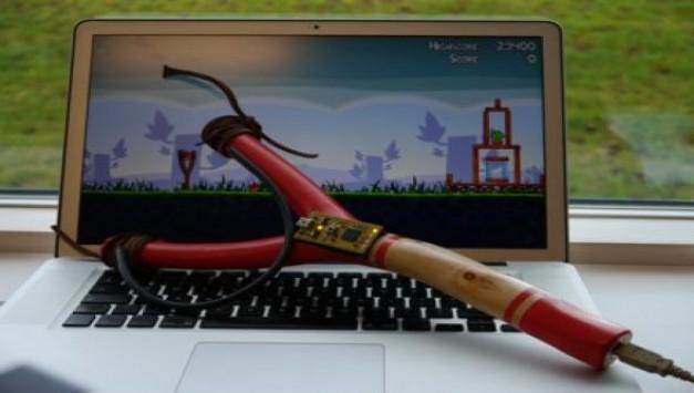 Έφτιαξε USB σφεντόνα για να παίζει Angry Birds!