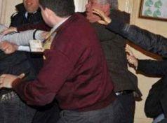 Ξυλοδαρμοί σε συνεδρίαση Δημοτικού Συμβουλίου στον Τύρναβο Λάρισας