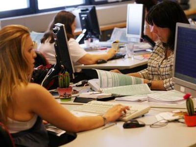 Σε τρία χρόνια η μείωση μισθών των δημ. υπαλλήλων